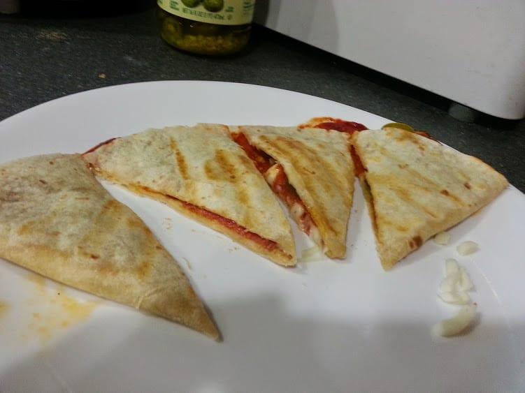 Pizza quesadillas: www.nogettingoffthistrain.com