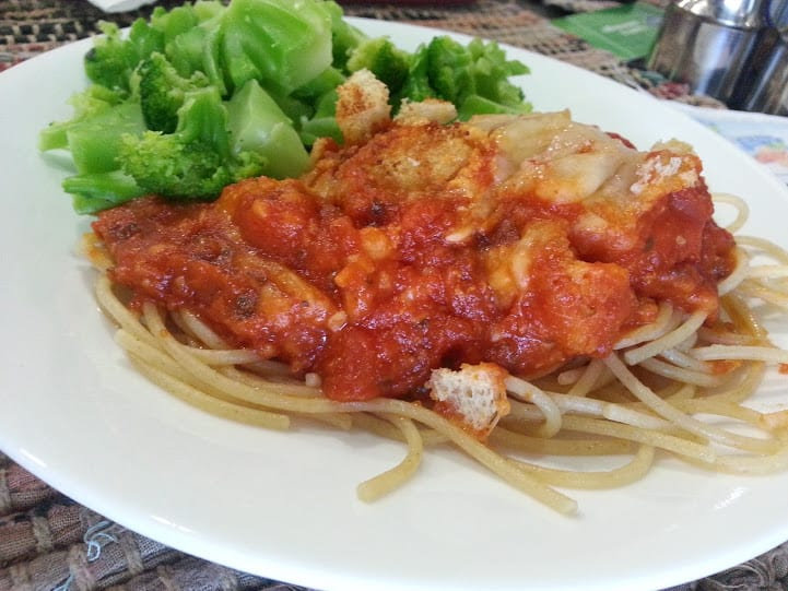 The secret to this easy chicken parmesan casserole is crunchy croutons! www.nogettingoffthistrain.com