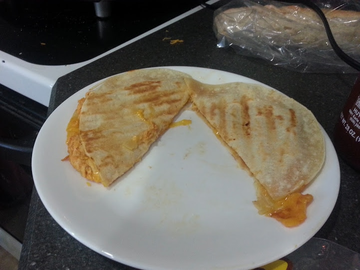 These Sriracha Chicken Quesadillas make a spicy, great dinner! www.nogettingoffthistrain.com