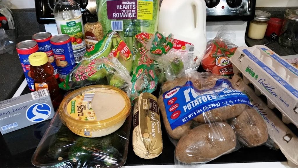 Is it possible to eat healthy on a budget? Here are some ways to help cut down the grocery bill without sacrificing healthy foods! www.nogettingoffthistrain.com