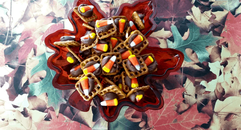 What a cute Fall treat idea! Candy Corn Pretzel Treats are a big hit at any party or get-together! www.nogettingoffthistrain.com