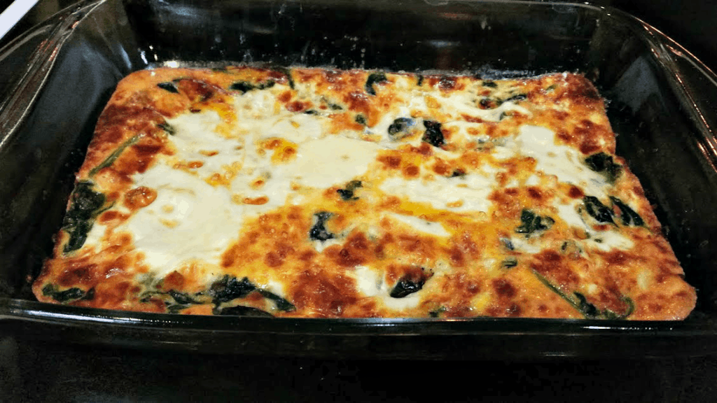 This spinach and mozzarella egg bake is an easy and delicious breakfast that comes together quickly! www.nogettingoffthistrain.com
